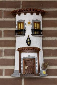 Risultati immagini per tejas decoradas Clay Houses, Ceramic Houses, Door Name Plates, Easy Crafts, Diy And Crafts, Popsicle Stick Houses, Clay Roof Tiles, Dolls House Shop, Clay Wall Art