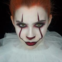 Are you looking for ideas for your Halloween make-up? Browse around this site for cute Halloween makeup looks. Men Halloween, Halloween Makeup Clown, Unique Halloween Makeup, Clown Halloween Costumes, Halloween Makeup Looks, Halloween 2018, Halloween Outfits, Girl Clown Costume, Zombie Makeup
