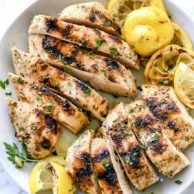 The Best Greek Chicken Marinade --This easy chicken marinade infuses chicken of any cut with the classic Greek flavors of lemon, garlic and oregano plus Greek yogurt for a more tender bite. Chicken Marinade Recipes, Grilling Recipes, Cooking Recipes, Healthy Recipes, Greek Marinade For Chicken, Recipe Chicken, Greek Chicken Seasoning, Greek Chicken Marinades, Chicken Marinate