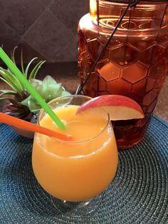 8 bebidas con jengibre que ayudan a desinflamar el abdomen - Adelgazar en casa Bebidas Detox, Healthy Drinks, Candle Jars, Panna Cotta, Diet, Ethnic Recipes, Desserts, Food, Carrot Smoothie