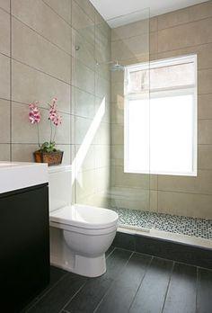 bathroom, black and white tiles,glass curtain