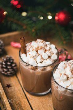 Hot Chocolate With Marshmallows Cinnamon - Drinks,Food,Snacks - Hot Chocalate Christmas Feeling, Winter Christmas, Christmas Time, Outdoor Christmas, Cinnamon Drink, Snack Recipes, Snacks, Christmas Drinks, Christmas Decorations