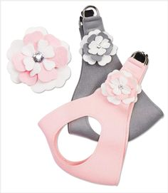 Simple color of white mixed with puppy pink or platinum are used by Susan Lanci to create these very elegant looking step-in dog harnesses. Gorgeous by itself o