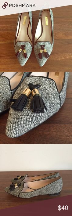 Louise Et Cie tweed pointed toe tassel flats Chic little flats from Louise Et Cie. Pointed toe. Gray tweed with a front leather tassel for a menswear inspired detail. Light wear- no box and no signs of wear above sold. Size 7.5. Louise et Cie Shoes Flats & Loafers