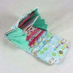 Folded Wallet Free Pattern | Quilted accordion fold wallet - sew-whats-new.com