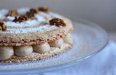 Le succès aux noix est un classique de la pâtisserie composé d'un biscuit craquant et moelleux à la fois puis garni d'une crème de noix.