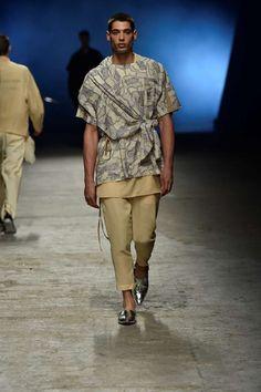 Desde las pasarelas de Tokyo, el diseñador Yoshio Kubo presenta su colección Spring-Summer 2018 en la plataforma del Pitti Uomo Spring Summer 2018, Business Fashion, My Man, Design Inspiration, Design Ideas, Dapper, Men Casual, Menswear, African