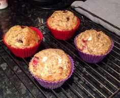 Slimming World Weetabix Muffins Syn free / low syn depending on extras chosen. Slimming World Deserts, Slimming World Puddings, Slimming World Breakfast, Slimming World Syns, Slimming Eats, Slimming World Recipes, Weetabix Muffins, Low Fat Cake, Slimmimg World
