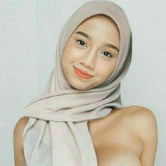 Beautiful Arab Women, Beautiful Hijab, Beautiful Models, Modern Hijab Fashion, Muslim Women Fashion, Arab Girls Hijab, Muslim Girls, Pretty Asian Girl, Beautiful Asian Girls