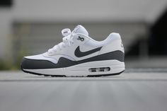 Nike Air Max 1 Essential White/ Dark Grey-Black - 537383-126