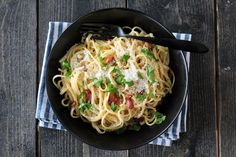 A delicious and super easy recipe for Spaghetti Carbonara, all cooked together in one pot. This tasty family meal takes just 15 minutes to prepare and cook, . Spagetti Carbonara, One Pot Spaghetti, Easy Family Meals, Bacon, Cooking Recipes, Pasta, Dinner, Ethnic Recipes, Food