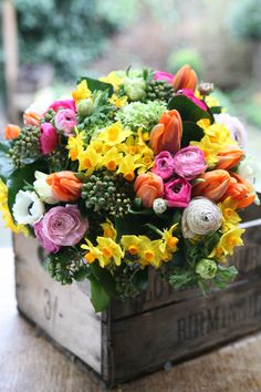 spring posy Home Flower Arrangements, Upcoming Events, Spring Time, Beautiful Flowers, Floral Wreath, Bloom, Vibrant, Plants, Spring