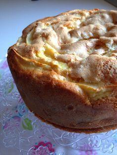 Ho preparato mille volte la torta di mele, lo so! La crostata sbriciolata, la classica che piace tanto a mio marito, quella con le mandorle, lo strudel…avrete capito che le mele a casa mia vanno alla grande! Ecco l'ennesima ricetta di torta alle mele, ma se come me non ne avete mai abbastanza provate anche …