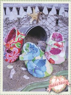 Quilted Baby Criss Cross: Take baby to the beach wearing these darling quilted sandals!  Pattern includes all instructions for two sizes (3-6 months and 6-9 months).