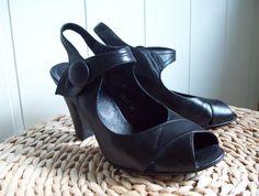 Lekre Sko fra 'Me Too' i skinn! Retro Vintage, Wedges, Shoes, Shopping, Fashion, Moda, Zapatos, Shoes Outlet, Fashion Styles