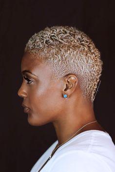 Natural Hair Pixie Cut, Blonde Natural Hair, Blonde Hair Black Girls, Shaved Natural Hair, Colored Natural Hair, Natural Hair Twa, Curly Pixie, Natural Blondes, Colored Hair