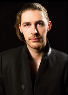 I don't fall for people that often. It took me 15 years to develop a real, actual crush. So when I tell you I really like Hozier, I REALLY like him. Wow. What a voice.
