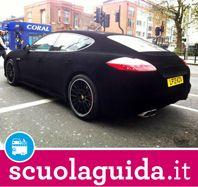 Quella Porsche Panamera è tutta di velluto nero!