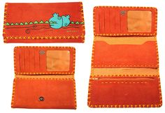 Portefeuille artisanal trois volets en cuir Nububk de vache. Le cuir provient de la province de Tabriz au nord-ouest de l'Iran. La fabrication est faite dans la province de Machhad, au nord-est du pays.  Motif : Grenade -  Couleur : Orange brique -  Code : CN-GR101-9 -  pour commander : http://www.colors-of-iran.fr/16-portefeuille-en-cuir.  Crédit Photo : © Colors of Iran
