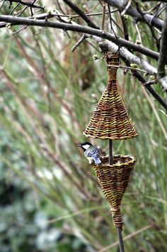 KAREN GOSSART _F8W1415. Beautiful Bird Feeder