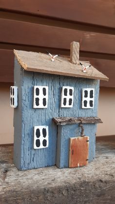 Beach Crafts, Diy And Crafts, Arts And Crafts, Small Wooden House, Ceramic Houses, Wooden Houses, Upcycled Home Decor, Bird Boxes, Driftwood Crafts