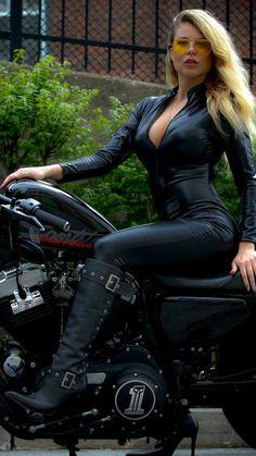 Lady Biker, Biker Girl, Chica Heavy Metal, Vespa Scooter, Tumbrl Girls, Botas Sexy, Leder Outfits, Motorbike Girl, Biker Chick