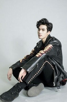 Chinese Gender, Chinese Boy, Chinese Model, Chinese Style, Black Boys, My Black, Fashion Moda, Love Fashion, Song Wei Long