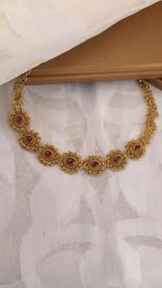 AZVA handcrafted gold necklace with vibrant stones – Haardesign Center Gold Bangles Design, Gold Earrings Designs, Gold Jewellery Design, Necklace Designs, Handmade Jewellery, Ring Designs, Gold Necklace Simple, Gold Jewelry Simple, Indian Gold Jewelry