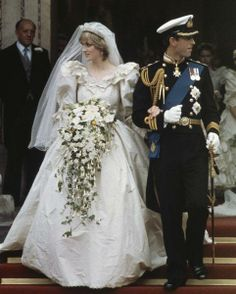 HRH'S CHARLES, PRINCE OF WALES  & DIANA, PRINCESS OF WALES, ARE SEEN LEAVING ST. PAUL'S CATHEDRAL, LONDON, ENGLAND, ON THE OCCASION OF THEIR MARRIAGE 29TH JULY 1981. (THE ROYAL COUPLE LATER DIVORCED IN 1996)