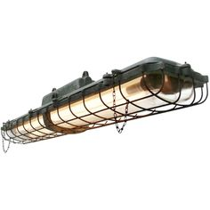 Mid-Century Industrial Green Metal Double Tube Light bei Pamono kaufen Industrial Ceiling Lights, Vintage Industrial Lighting, Industrial Lamps, Cast Iron, It Cast, Led Tubes, Clear Glass, Track Lighting, Mid Century