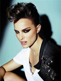Fashion photography (V Magazine Natalie Portman by Mario Testino) Mario Testino, Natalie Portman, Rock Vintage, Benjamin Millepied, V Magazine, Portraits, Foto Art, Look At You, Looks Style