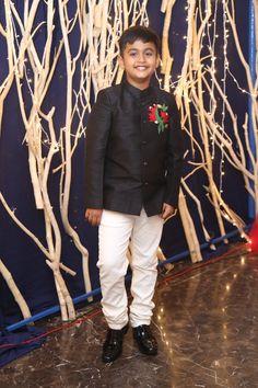 Boys Clothes Style, Clothes For Women, Kids Clothing, Indian Men Fashion, Boy Fashion, Boys Kurta Design, Kids Frocks, Indian Wedding Outfits, Boys Wear