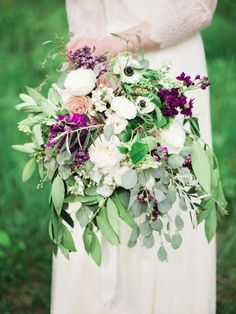 Lush, organic bouquet | Photography: Julia Park Photography  - www.juliapark.ca