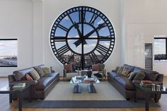Ce loft en triplex de 630 m² est l'habitation ultime pour les amateurs d'horlogerie puisqu'il est situé... dans une horloge !