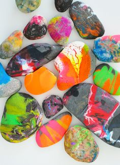 Rock Spin Art - Awesome Art Project for Kids- fun new way to decorate rocks Projects For Kids, Diy For Kids, Art Projects, Crafts For Kids, Kids Fun, Kids Girls, Rock Crafts, Fun Crafts, Arts And Crafts