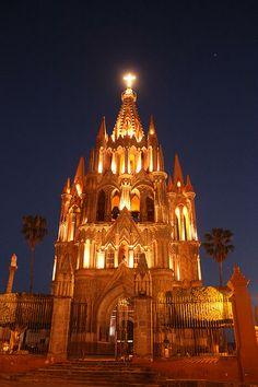 Parroquia San Miguel Arcángel | San Miguel De Allende | México | Photo By Larysa Luciw