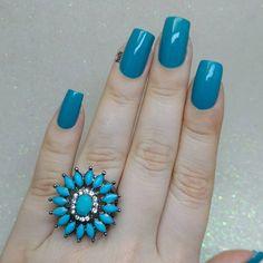 """273 curtidas, 6 comentários - Fernanda Costa (@nailfe) no Instagram: """"Close no meu anel azul   Esmalte Turquesa @felicittalooks  Apliquei duas demão sem extra brilho.…"""""""