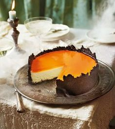 Orange mascarpone cheesecake with oreo crust and Aperol spritz jelly recipe. This halloween cheesecake is made with an oreo biscuit base, creamy mascarpone filling and topped with an Aperol spritz jelly. Oreo Crust Cheesecake, Best Cheesecake, Orange Cheesecake Recipes, Classic Cheesecake, Homemade Cheesecake, Raspberry Cheesecake, Just Desserts, Dessert Recipes, Easter Desserts