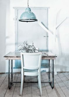 Tons pastel dans le coin repas / Pastel shades in the dining