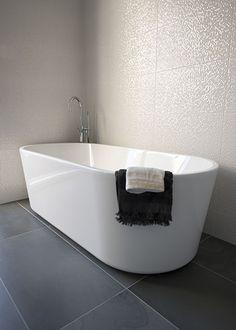 Interior design by IJzersterk Interieurontwerp. Stadsvilla, Den Haag. Badkamer met vrijstaand bad. Tegels uit de VT wonen collectie.
