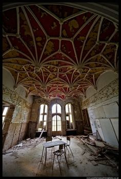 Chateau Miranda- ceiling, what a waste!