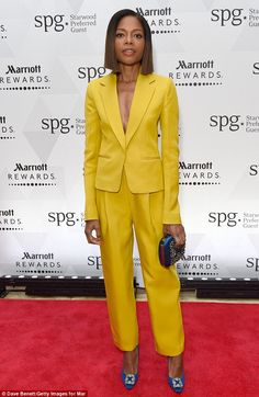 This week I liked several outfits – such as the ones worn by Blake Lively and Margot Robbie. However, I chose Catt Sadler as the best dressed, because I loved the simplicity and elegance of the gown. Sienna Miller, Yellow Suit, Yellow Dress, Best Celebrity Dresses, Celebrity Style, Blake Lively, Miami Fashion, Star Fashion, Blazers