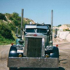 Big Rig Trucks, Semi Trucks, Old Trucks, Custom Peterbilt, Peterbilt Trucks, My Dream Car, Dream Cars, Diesel Trucks, Classic Trucks