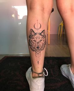 Get thousand ideas for your sexy tattoos. We present to you a selection of original tattoo designs ideas to bring you more inspiration for your tattoo. Badass Tattoos, Sexy Tattoos, Body Art Tattoos, Tatoos, Undercut Tattoos, Tattoo Designs, Wolf Tattoo Design, Calf Tattoos For Women, Tattoos For Guys