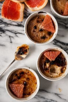 Vegan creme brulee, with a crunchy top and creamy filling, grapefruit is a perfect summer twist on this classic dessert! Healthy Vegan Desserts, Vegan Dessert Recipes, Delicious Vegan Recipes, Vegan Sweets, Vegetarian Recipes, Vegan Food, Tasty, Vegan Creme Brulee, Grapefruit Recipes