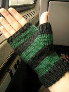 Free Knitting Pattern - Fingerless Gloves & Mitts: Nein Mitts