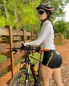 Mountain Biking Women, Pernas Sexy, Looks Pinterest, Cycling Girls, Bicycle Girl, Bike Style, Sporty Girls, Girls In Leggings, Biker Girl