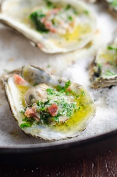 Party-Ready Oysters Recipe with Herbed Butter and Prosciutto - Seafood Recipes Oyster Recipes, Herb Recipes, Fish Recipes, Seafood Recipes, Appetizer Recipes, Appetizers, Cooking Recipes, Drumstick Recipes, Grilled Oysters