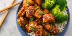 Baked teriyaki chicken thighs that's crispy and delicious. It's a sweet and caramelized teriyaki glaze baked with moist chicken. Before you get to this recipe, a few words about the chicken teriyaki. Pollo Teriyaki Thermomix, Chicken Teriyaki Rezept, Honey Teriyaki Chicken, Teriyaki Sauce, Teriyaki Steak, Teriyaki Glaze, Teriyaki Salmon, Weeknight Meals, Easy Meals