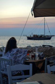 Sunset drinks at Taverna Mouragio in Paros, Greece | heneedsfood.com
